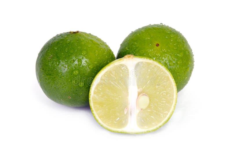 与半短剖面和部份部分的柠檬或石灰果子 免版税库存照片