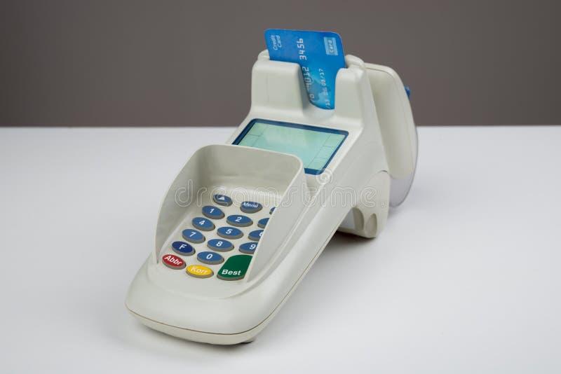 与卡片阅读机的信用卡 免版税图库摄影