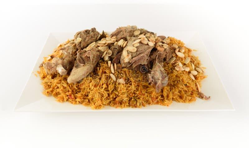 与卤肉的Kabsa在白色背景-曼迪米Kabsah中用肉-曼迪肉 免版税库存图片