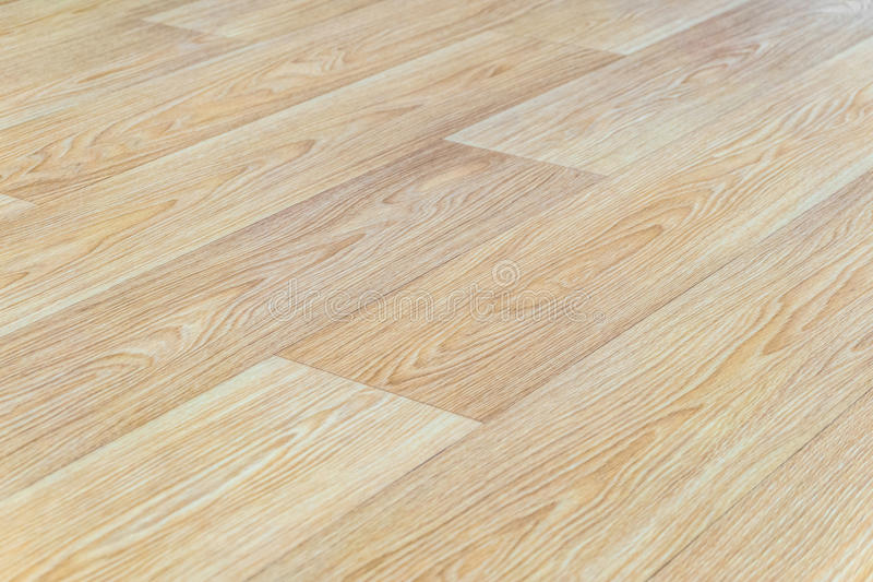 与压印的轻的木纹理特写镜头的亚麻油地毡地板 水平的布局透视 图库摄影