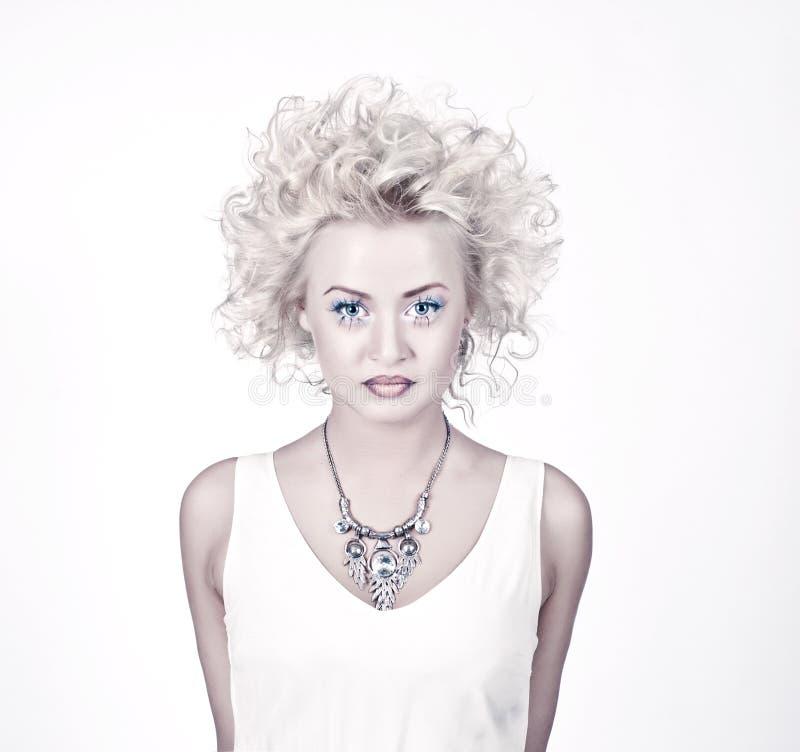 与原来的有吸引力的白肤金发的秀丽组成 库存照片