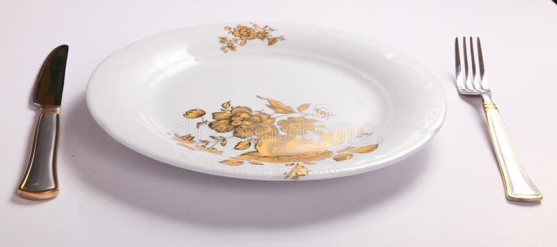 与叉子和刀子的空的盘 免版税图库摄影