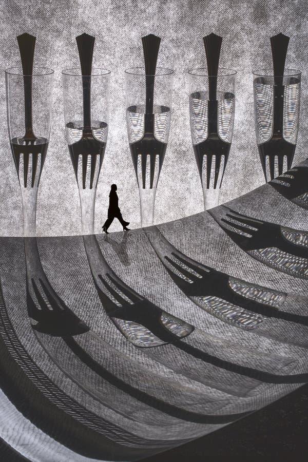 与叉子和剪影妇女的概念性拼贴画 ?? 免版税库存照片