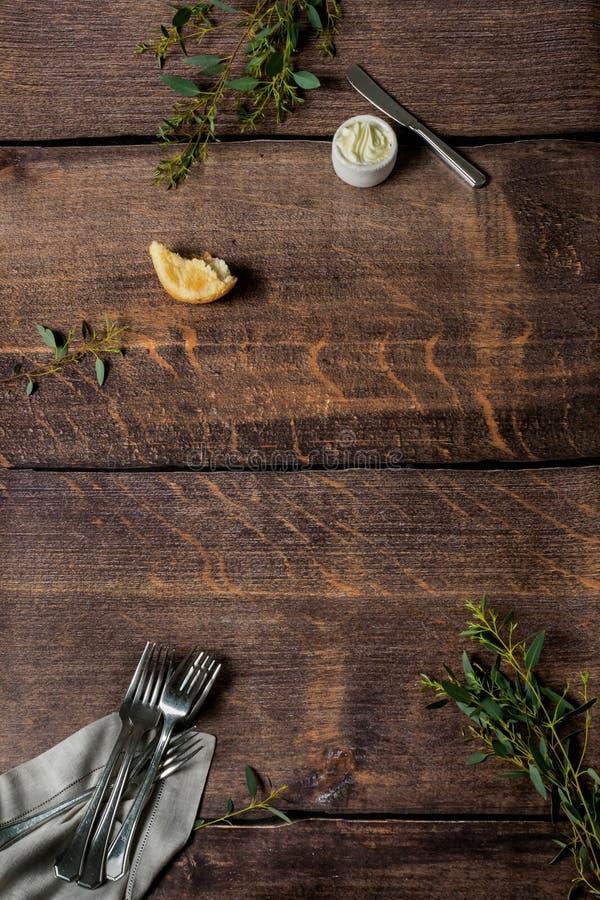 与叉子和黄油的木样式 免版税库存照片