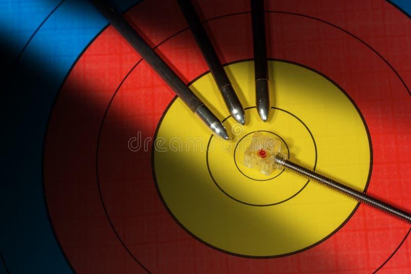 与反光镜和三个箭头-射箭体育的目标 图库摄影