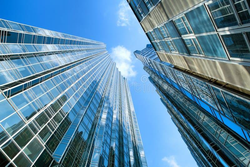 与反射的大厦在财政街市区在匹兹堡,宾夕法尼亚,美国 库存图片