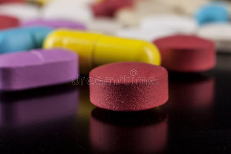 与反射的药片 库存照片