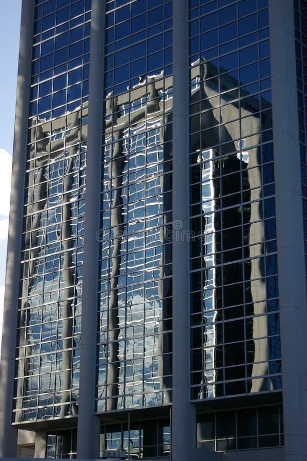 与反映的玻璃大厦 免版税库存照片