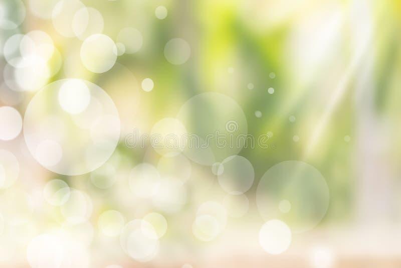 与发光的太阳光芒的抽象自然bokeh光 美好的浅绿色的背景纹理 向量例证