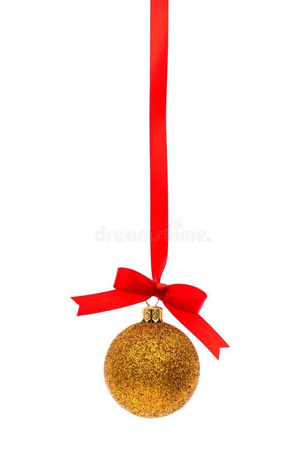 与发光的红色丝带的美丽的圣诞节装饰在白色 库存照片