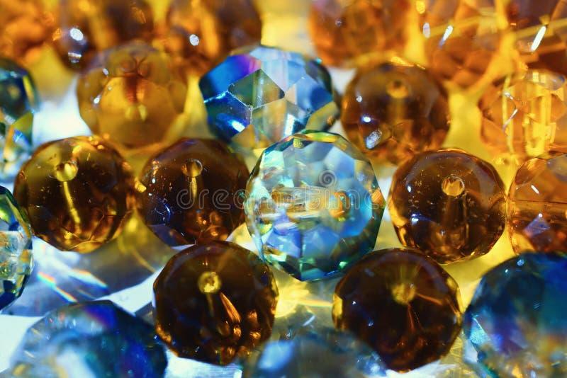 与发光的玻璃珠的抽象背景 图库摄影