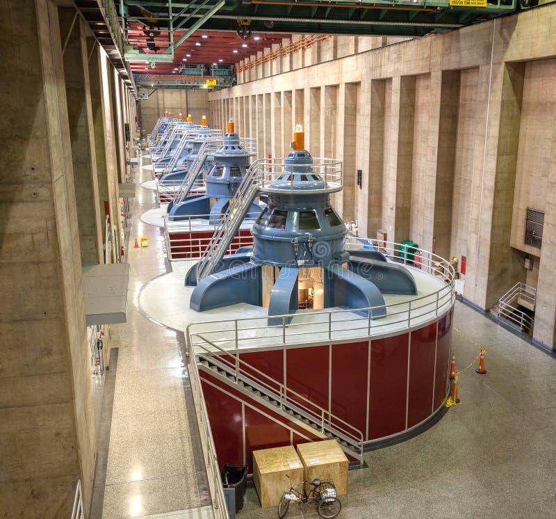 与发电器的胡佛水坝内部 免版税库存照片