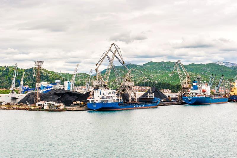 Download 与口岸基础设施的散货在口岸普洛切,最大的海港在南克罗地亚 编辑类库存照片 - 图片 包括有 港口, 海洋: 62535228