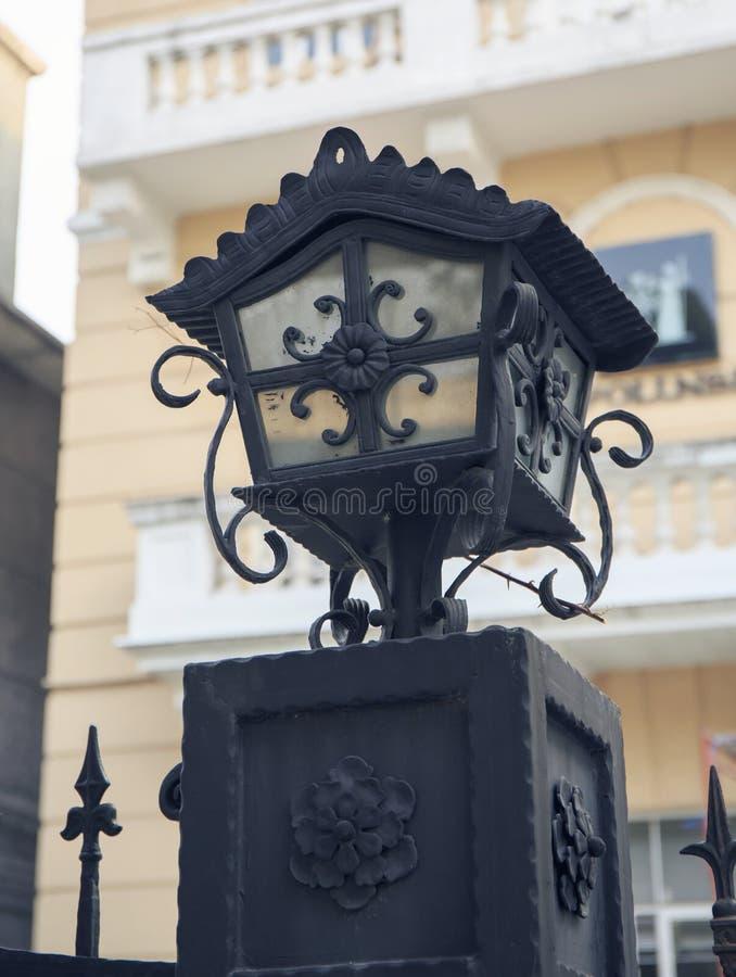 与古典样式的老街灯,葡萄酒街灯,老时尚装饰路灯 库存图片