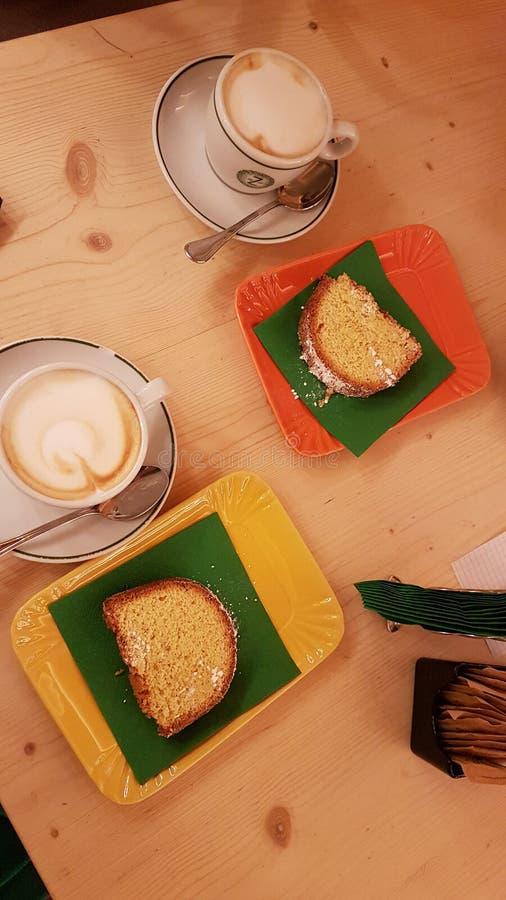 与可口沙漠的咖啡咖啡馆的 免版税库存照片