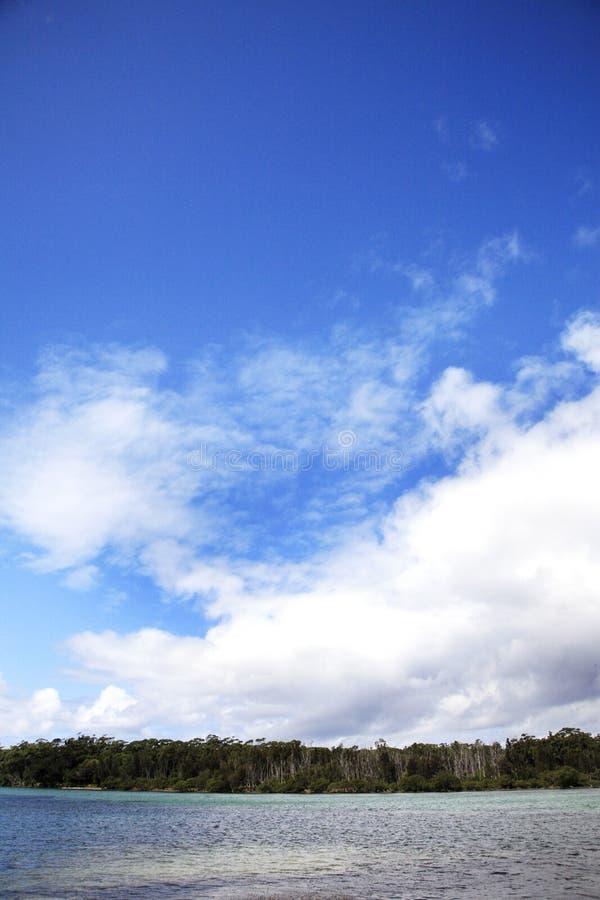 与可爱的多云天空的美好的seaview 库存图片