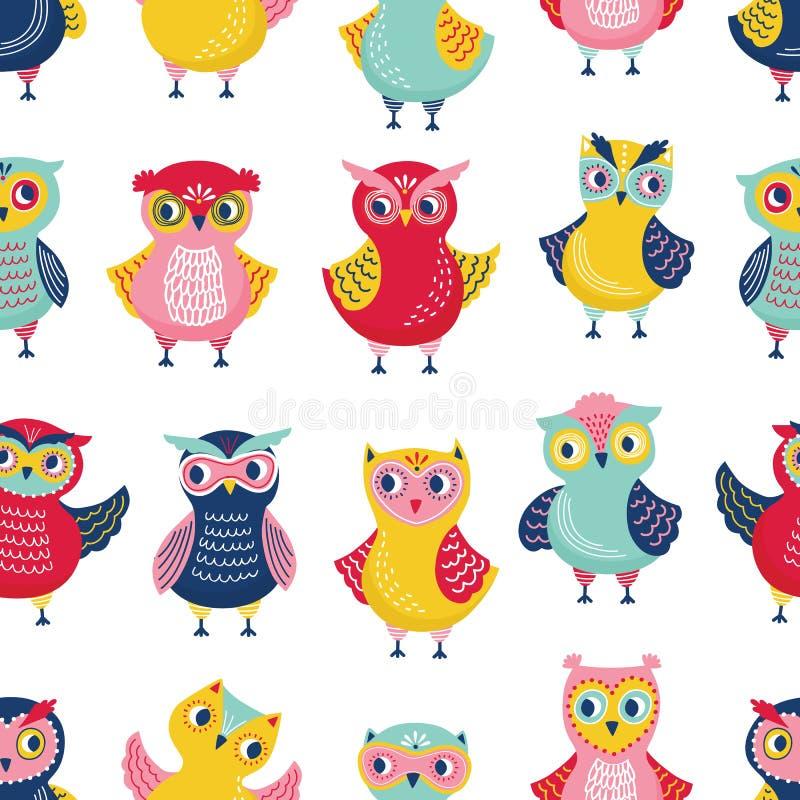 与可爱的猫头鹰的五颜六色的无缝的样式在白色背景 与动画片聪明的森林鸟的背景 幼稚 库存例证