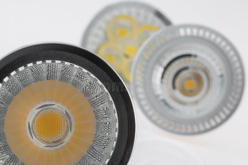 与各种各样的塑料的三个LED GU10电灯泡驱散了光 库存图片