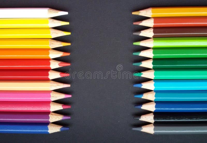 与各种各样的色的铅笔的框架 与拷贝soace的巨大框架 库存照片