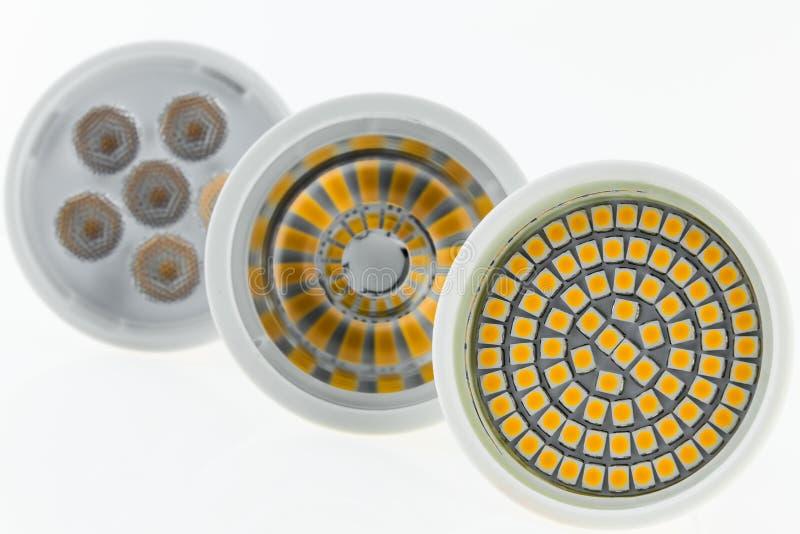 与各种各样的芯片和疏散光的LED电灯泡 库存照片