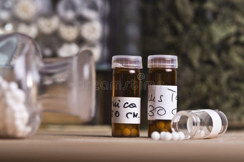与同种疗法小球的药片 库存照片