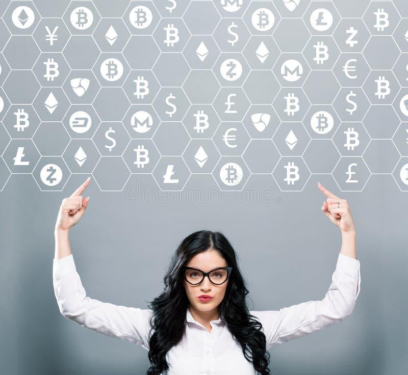 与向上指向的女商人的Cryptocurrency题材 免版税库存照片