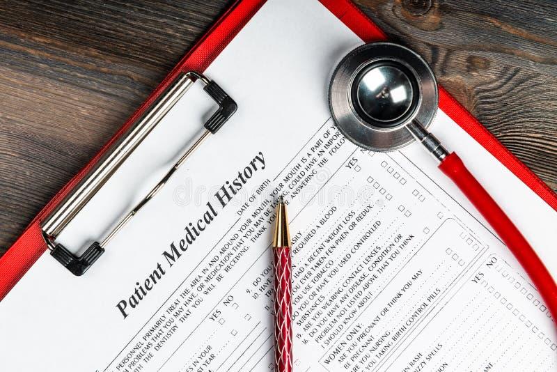 与听诊器和笔的病史 免版税库存照片