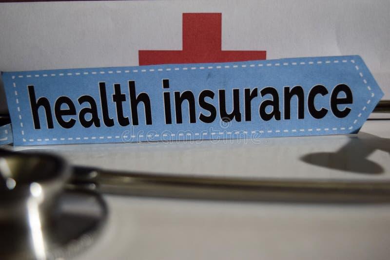 与听诊器的健康保险消息,医疗保健概念 免版税库存图片