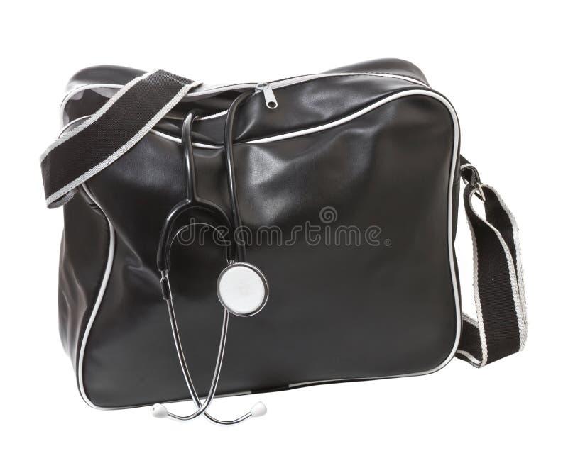 与听诊器的医生的袋子。 免版税库存图片