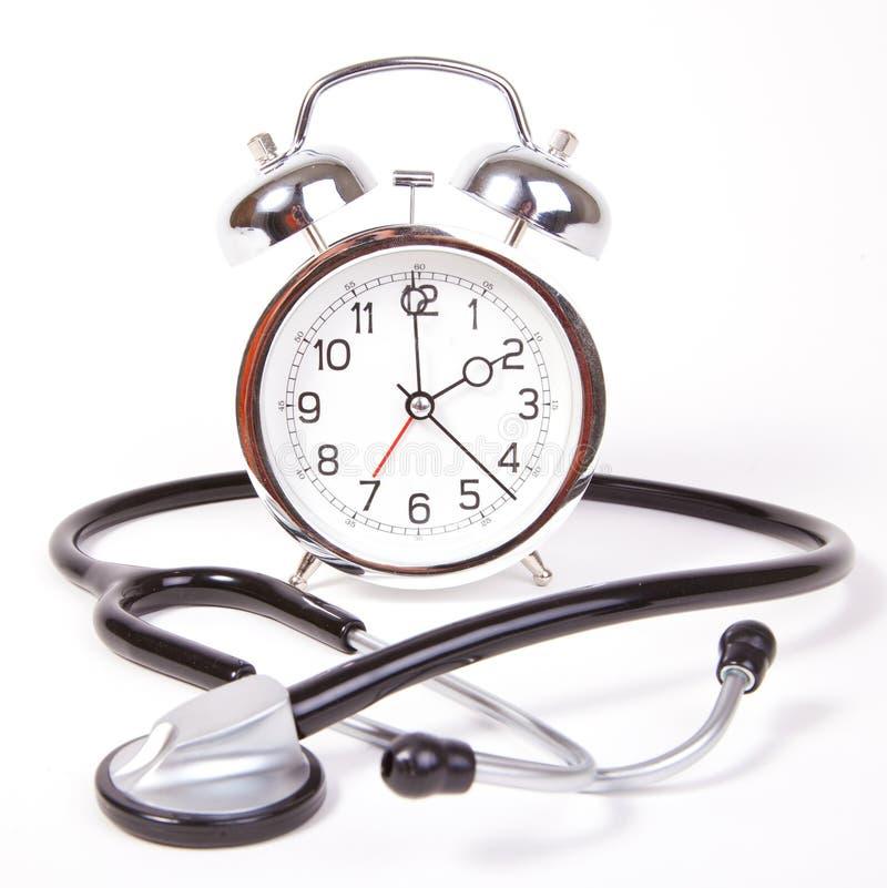 与听诊器的时钟 免版税库存图片