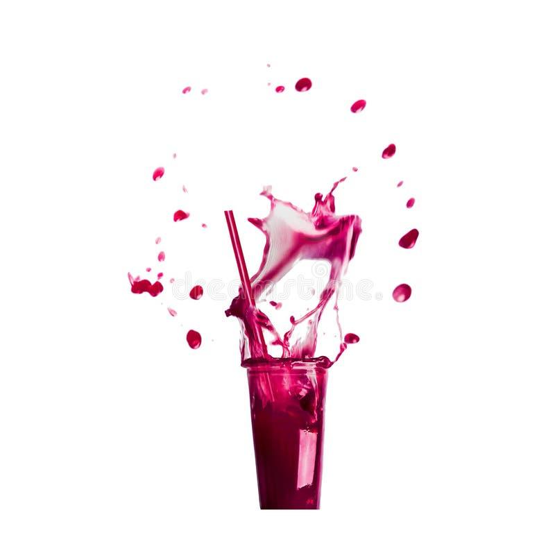 与吸管和紫色飞溅夏天饮料的玻璃:圆滑的人或汁液,隔绝在白色 库存图片