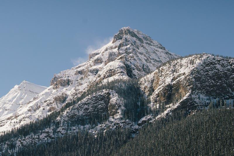 路易丝湖吹的雪 免版税库存图片
