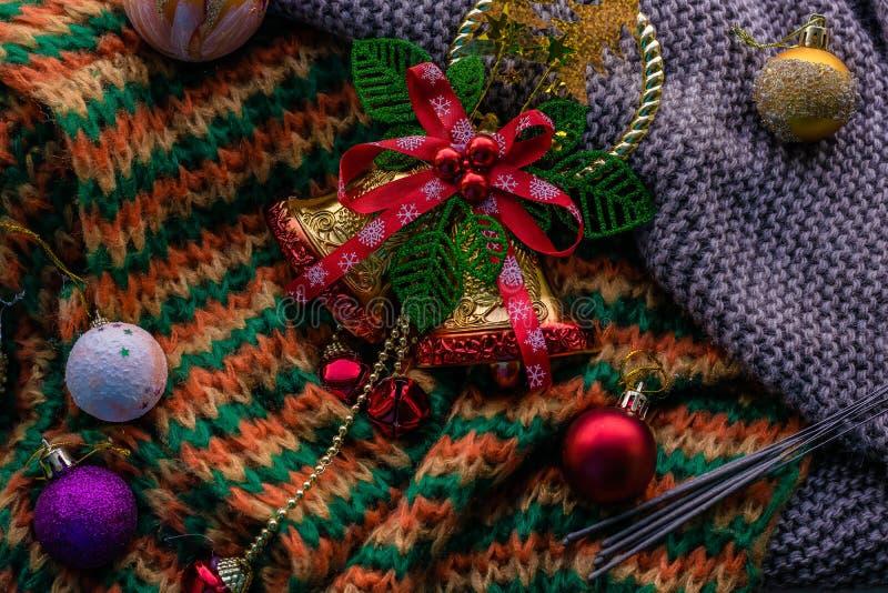 与响铃的圣诞节背景 免版税库存照片