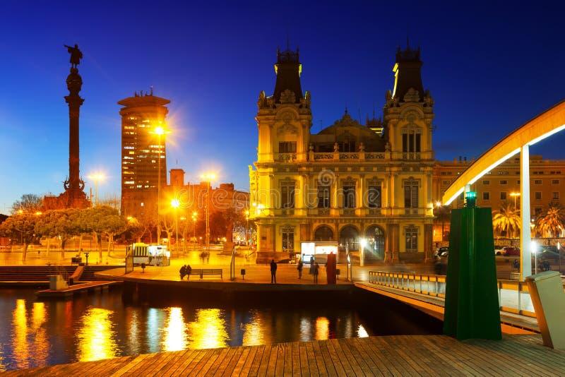 与哥伦布纪念碑的口岸Vell在晚上 免版税图库摄影
