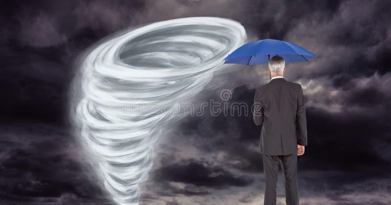 与商人的龙卷风扭转者被绘的和黑暗的天空在伞下 库存例证
