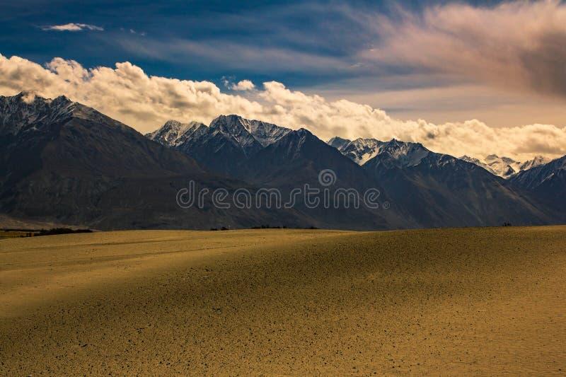 与喜马拉雅山山的风景看法 库存照片