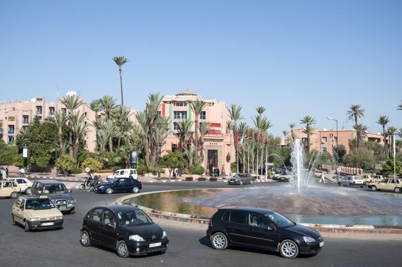 与喷泉的环形交通枢纽在马拉喀什 免版税库存图片