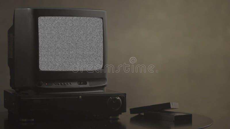 与噪声的电视 电视测试卡片 减速火箭的硬件1980年 小故障艺术展静态误差,打破的传输 噪声电视屏幕 库存图片