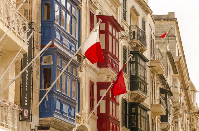 与国旗,瓦莱塔的老镇大厦 库存图片