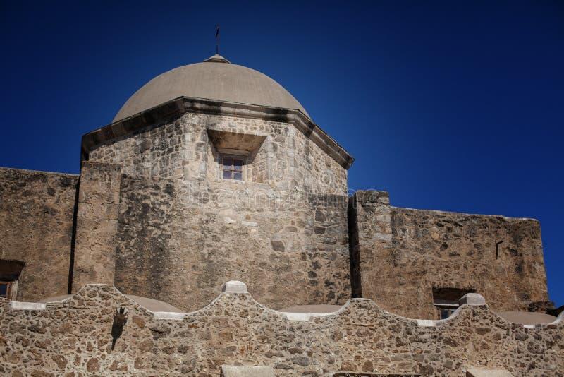 与圆顶塔的圣何塞使命 免版税库存照片