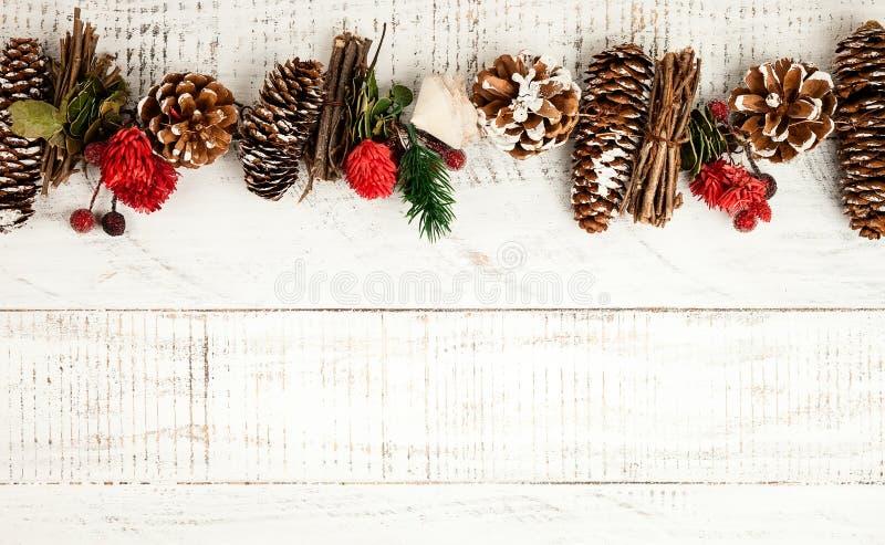 与土气圣诞节诗歌选的冬天背景 免版税库存图片