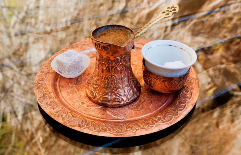 与土耳其快乐糖片断的咖啡  库存照片
