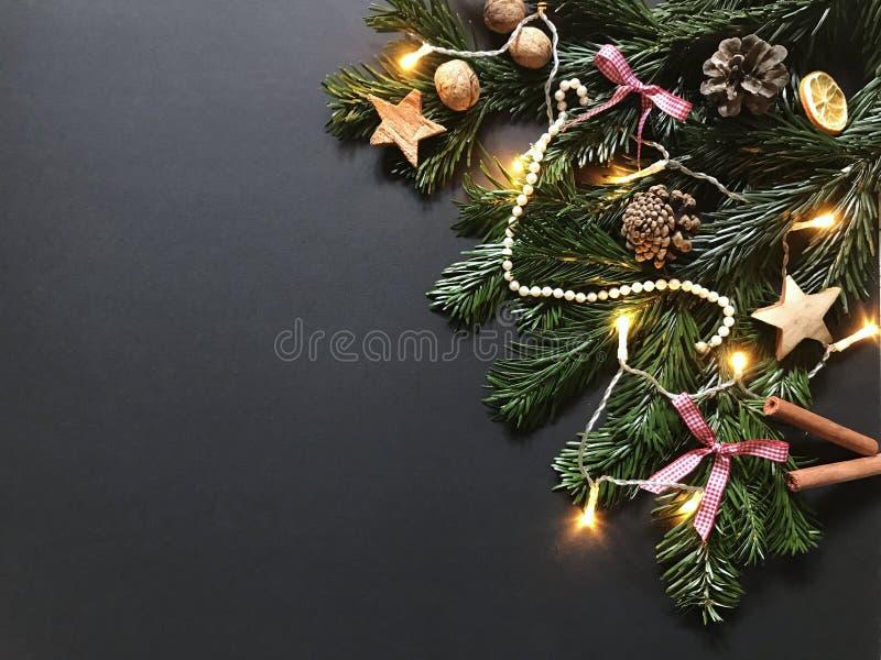 与圣诞树分支和装饰的圣诞节构成 库存图片