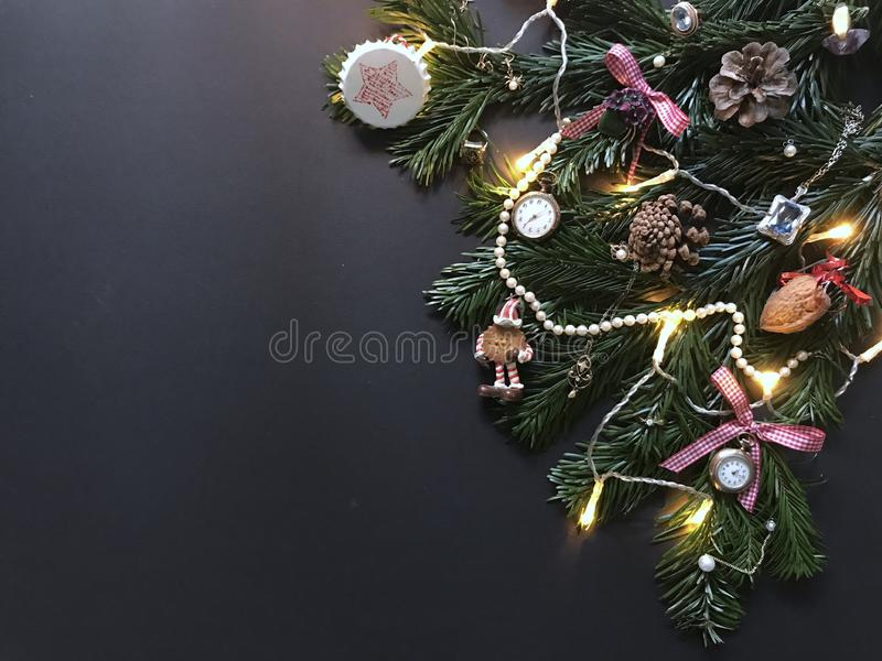 与圣诞树分支和装饰的圣诞节构成 免版税库存照片