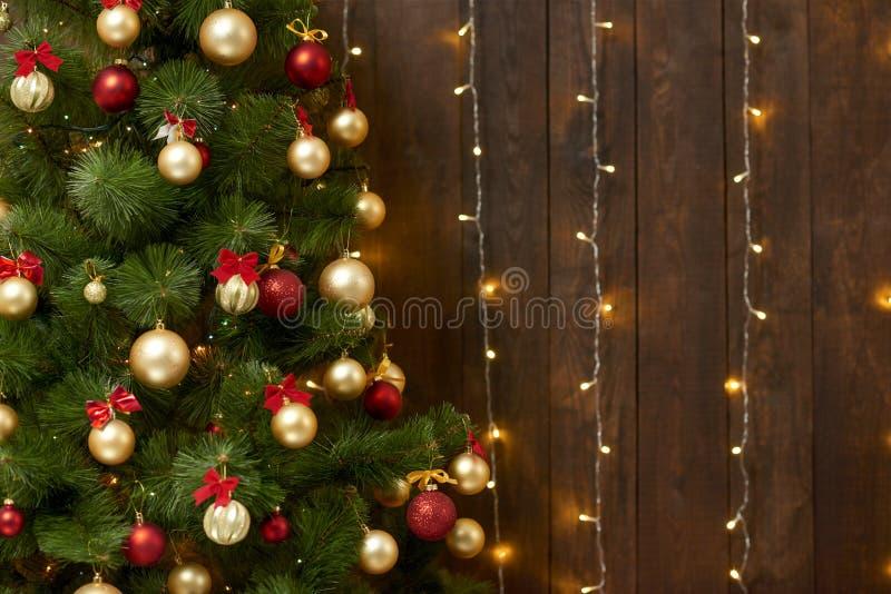 与圣诞树的抽象木背景和光,经典黑暗的内部背景,文本的,寒假骗局拷贝空间 库存图片