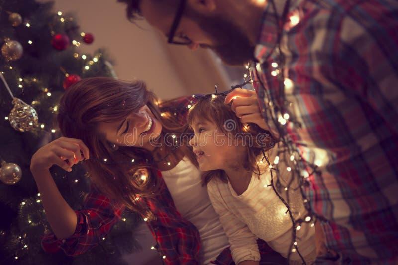 与圣诞灯的乐趣 库存图片