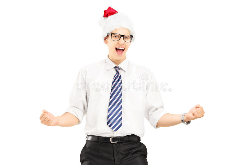 与圣诞老人帽子的愉快的男性打手势幸福的 免版税图库摄影