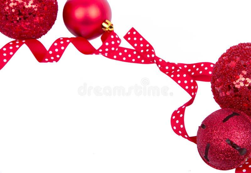 与圣诞节装饰品的红色圆点花样的布料弓 库存图片