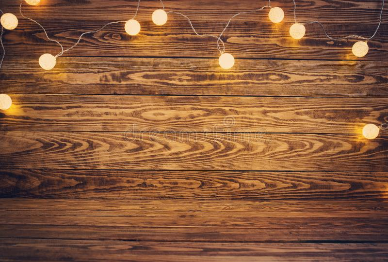 与圣诞节装饰的老木板条 免版税库存照片