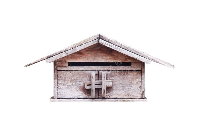 与在与裁减路线的白色背景和把柄的古色古香的木邮箱隔绝的门闩 图库摄影